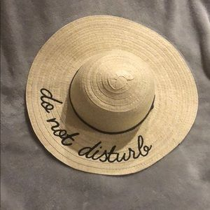 """Accessories - NWOT """"Do Not Disturb"""" Floppy Beach Hat"""